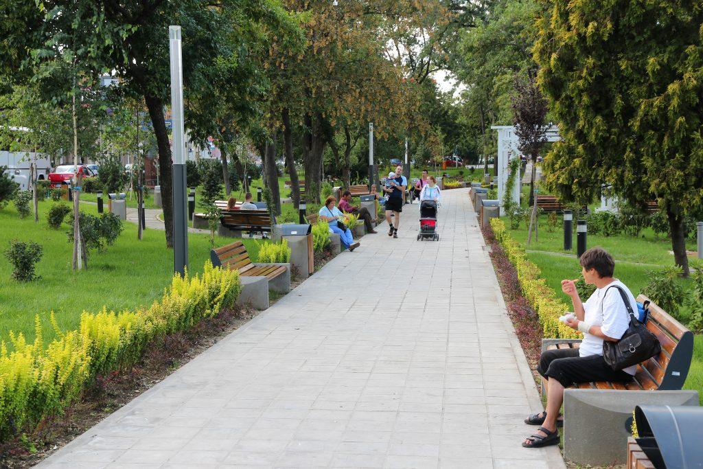 Parc pe malul râului Mureș